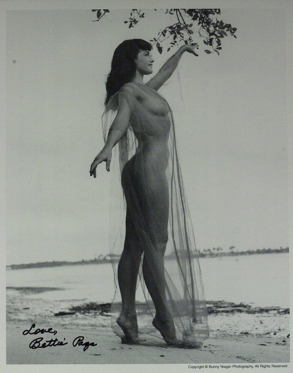697: Pin-Up Model BETTIE PAGE - Photo Signed