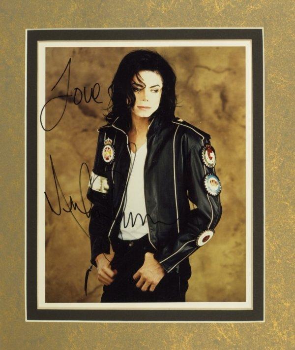 766: Singer MICHAEL JACKSON - Photo Signed