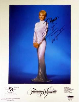 Country Singer TAMMY WYNETTE - Photo Signed