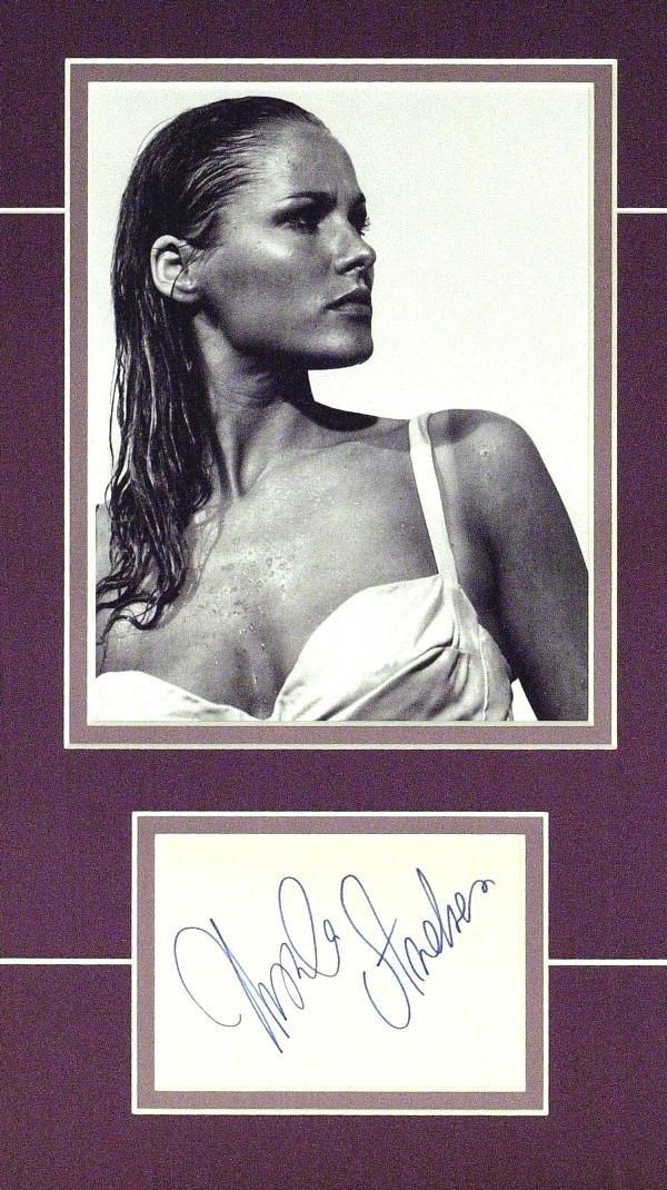 585: Ursula Andress - Matted Signature