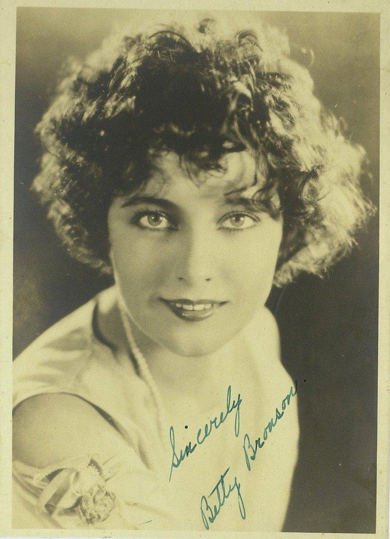 536: Peter Pan Actress BETTY BRONSON - Photo Signed