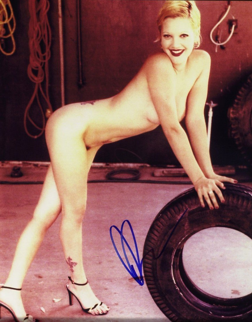 780: Actress DREW BARRYMORE - Nude Photo Signed