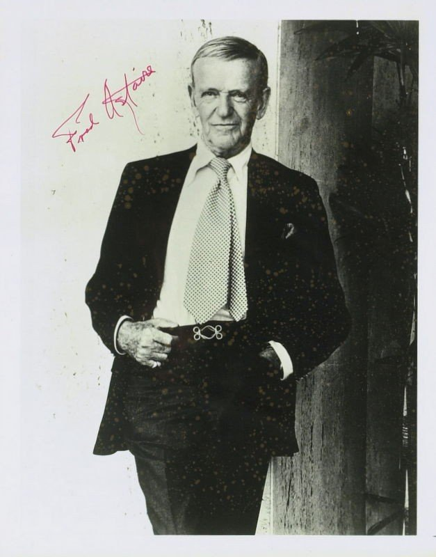 1021: Dancer, Actor FRED ASRAIRE - Photo Signed