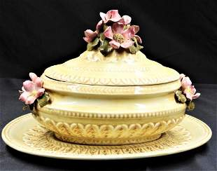 Porcelain candy box with lid and plate