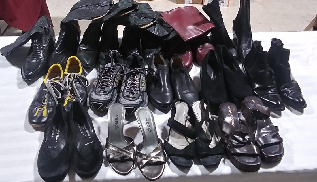 Lot of 14 pairs of various footwear sizes range from 6