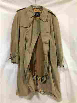 Burberry's long raincoat with lining size unknown