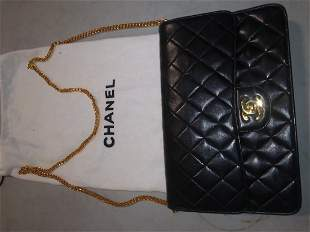 Late addition! Chanel purse with dustbag LIKE NEW