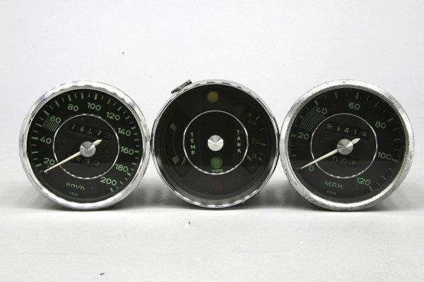 5769: 3 Teile: 1 x VDO Tachometer bis 200 km/h, 1 x VDO