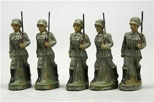 5 Soldaten mit Gewehr, im Marsch, ohne Marke, H 7