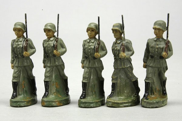 1006: 5 Soldaten mit Gewehr, im Marsch, ohne Marke, H 7