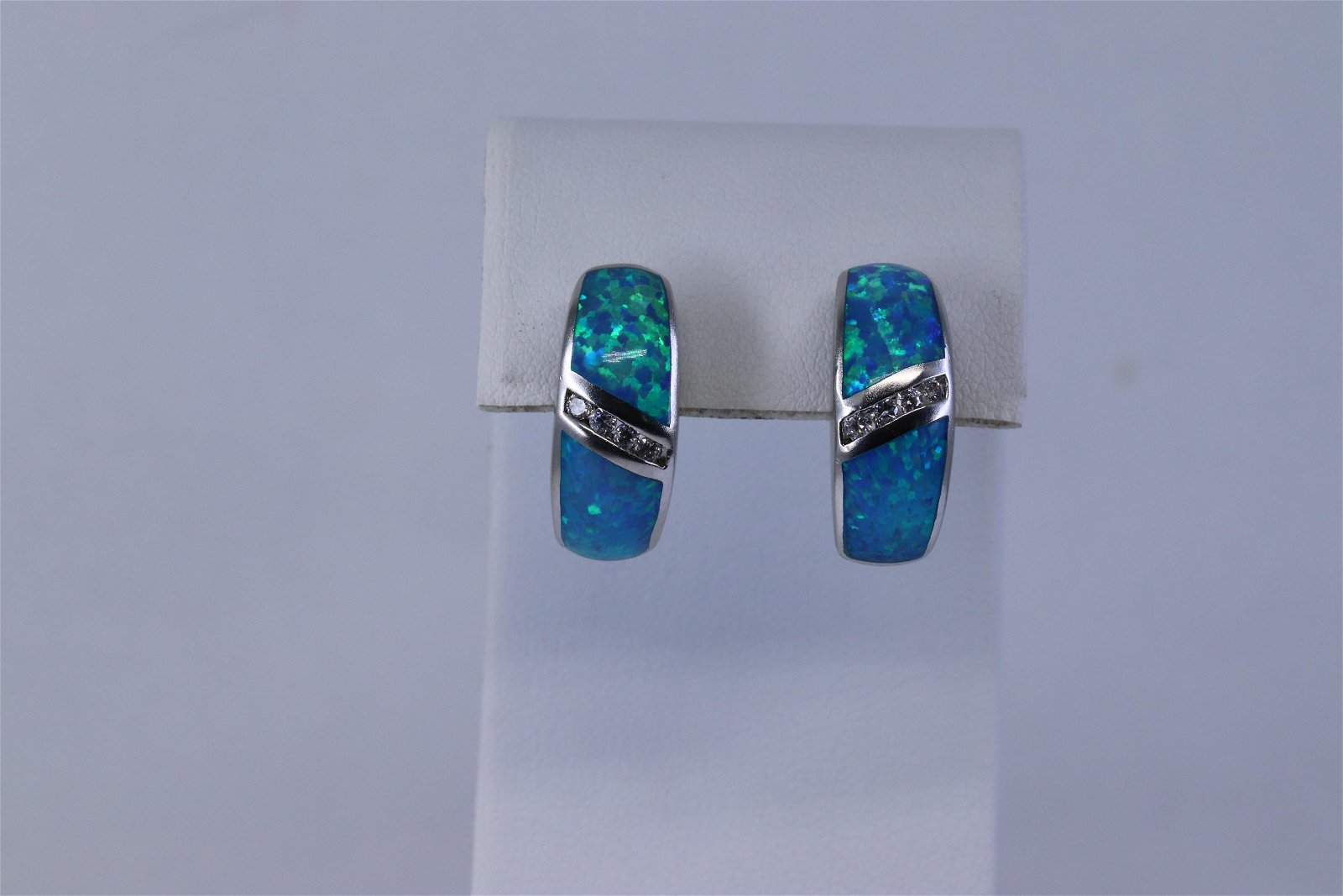 Ladies Opal Earrings.
