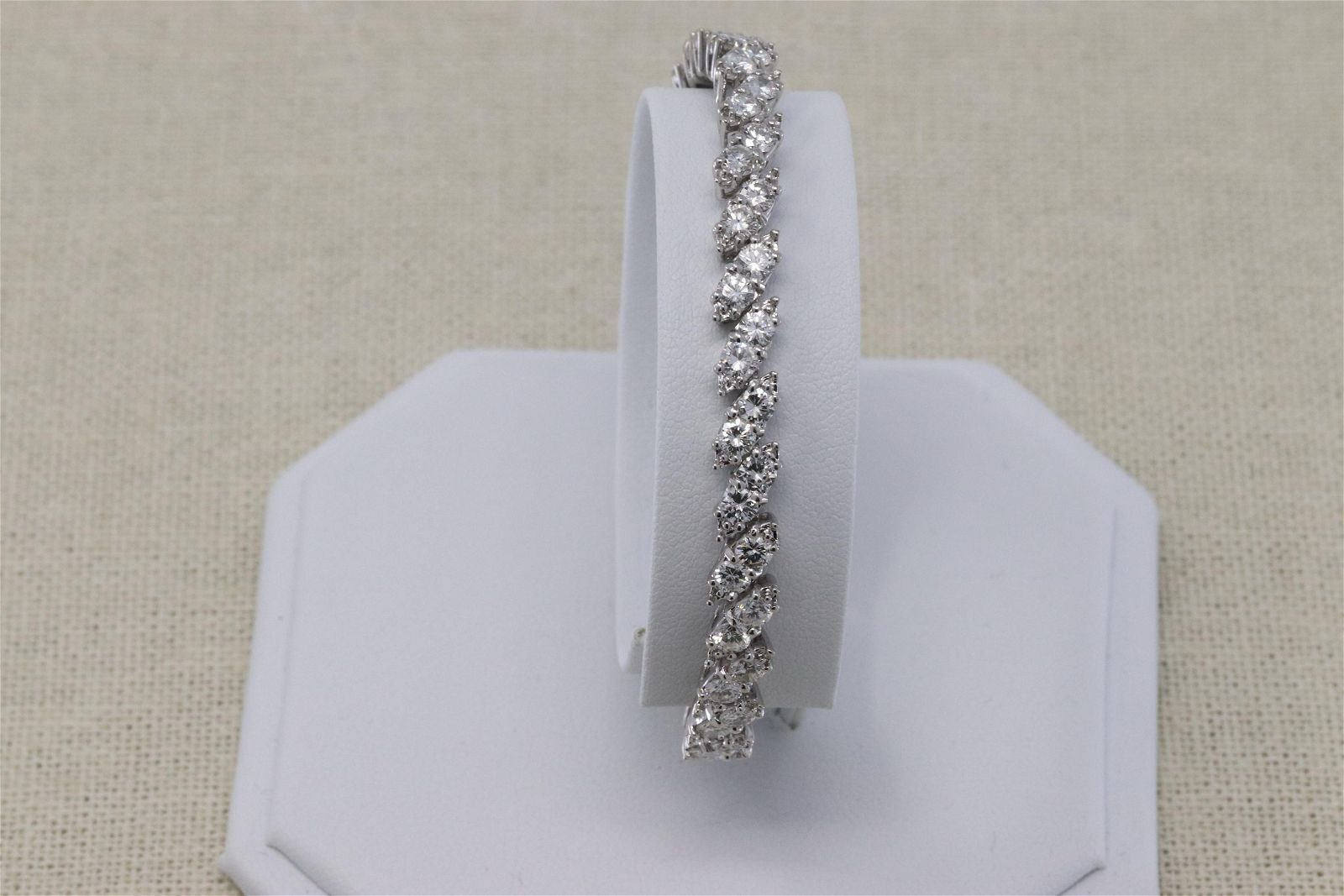 14Kt Art Deco Diamond Bracelet (6.50ctw)