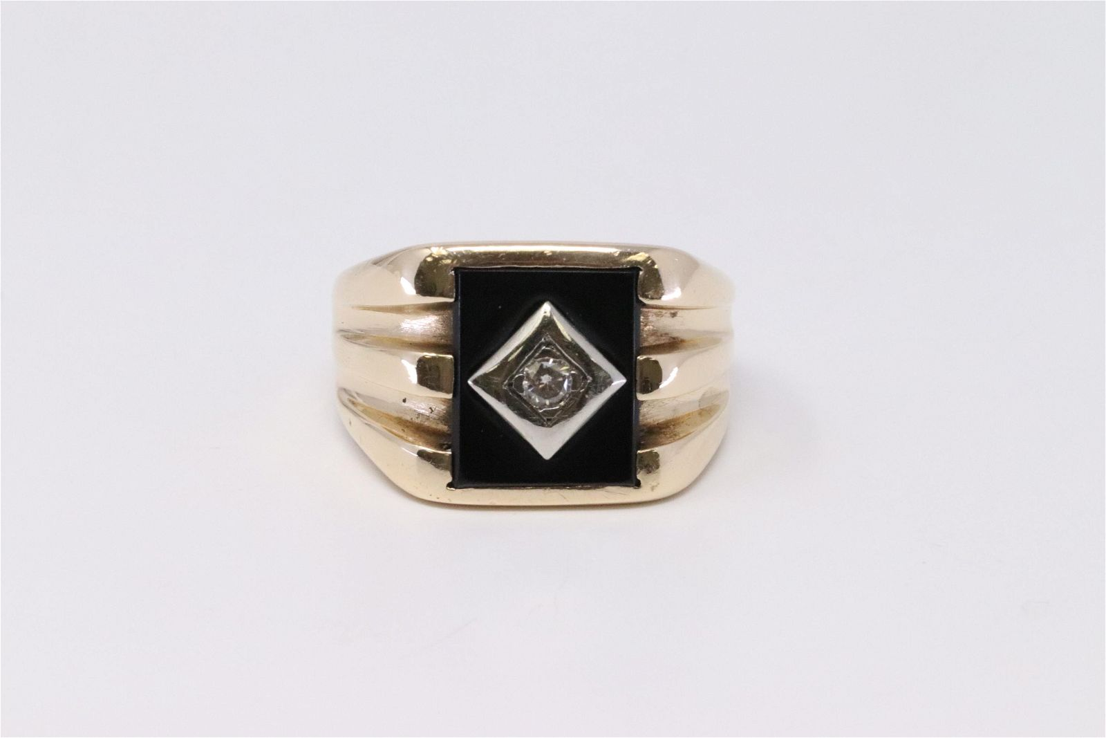 10kt Vintage Diamond Ring .