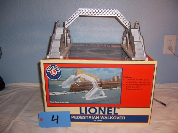 4: Lionel Pedestrian Walkover Bridge #14083