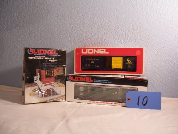 10: Lionel 12733 Shanty 19658 Tool Car 9706 Box Car