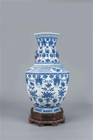 A BLUE AND WHITE LOTUS OCTAGONAL VASE, QING DYNASTY
