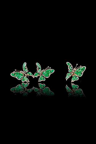 A SET OF JADEITE AND DIAMOND EARRINGS AND RING