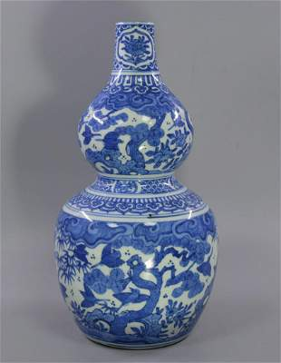 CHINESE PORCELAIN BLUE AND WHITE DOUBLE GOURD VASE