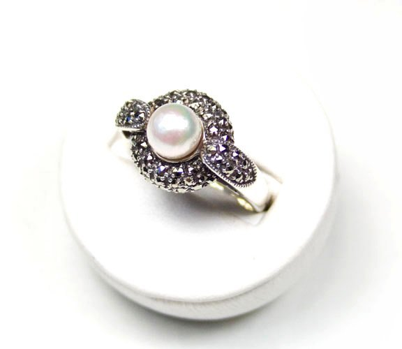 STERLING SILVER RING PEARL AND MARCASITES SIZE 8