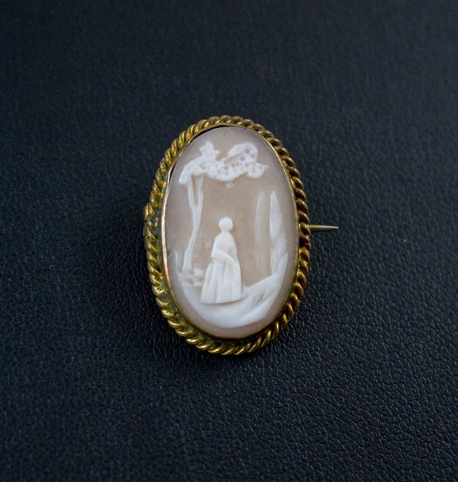 ANTIQUE CAMEO PIN WOMAN MEADOW TREES OVAL 1 X 1/2 INCH