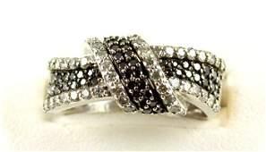 WHITE GOLD RING RETAIL $1455! BLACK WHITE DIAMOND 1 CT!