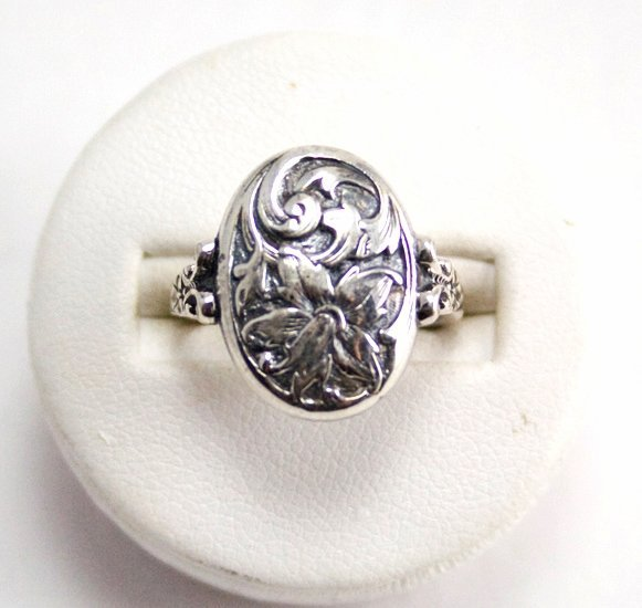 RING VICTORIAN FLOWER DESIGN STERLING SILVER SIZE 6