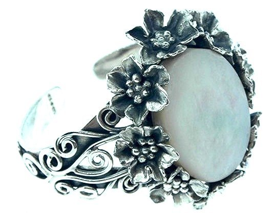 BRACELET LARGE MOTHER OF PEARL CUFF STYLE ORNATE