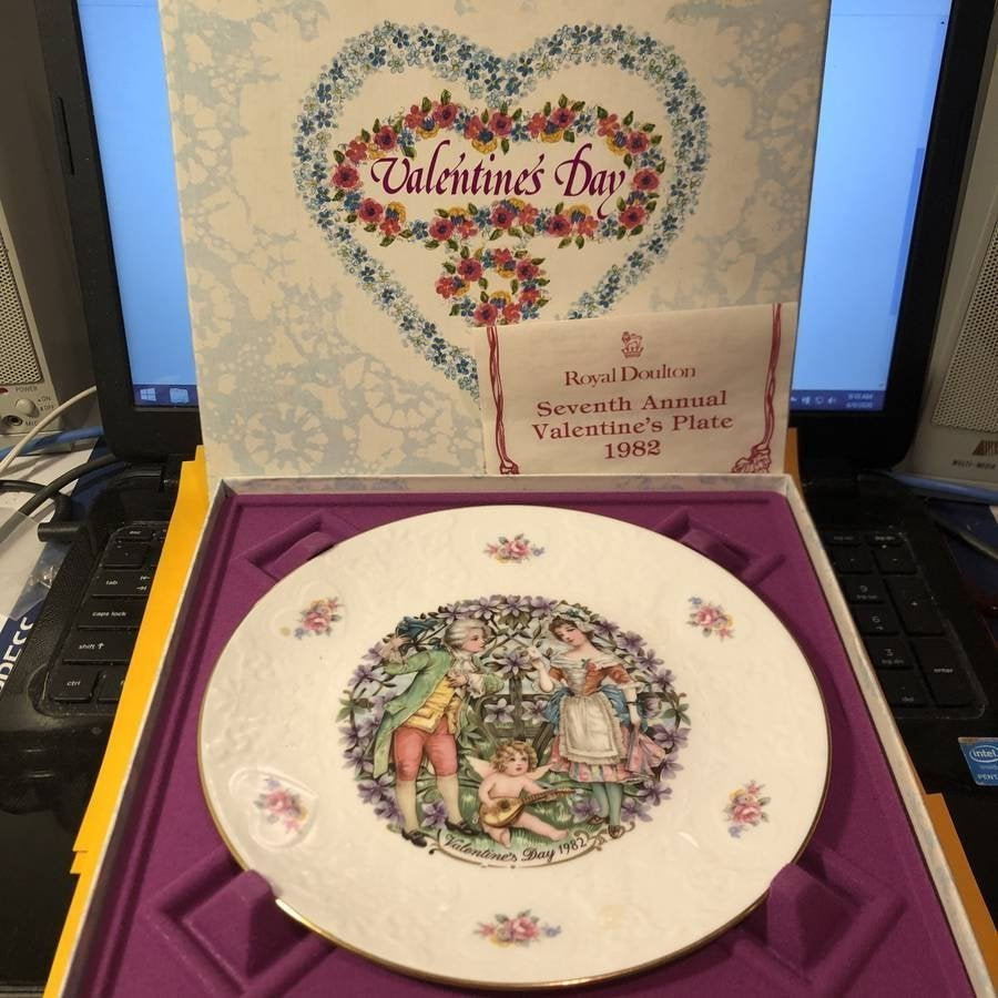 Royal Doulton 1982 Valentine's Day Collector's Plate...