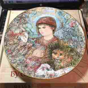 EDNA HIBEL 1989 Christmas Plate PEACEFUL KINGDOM...