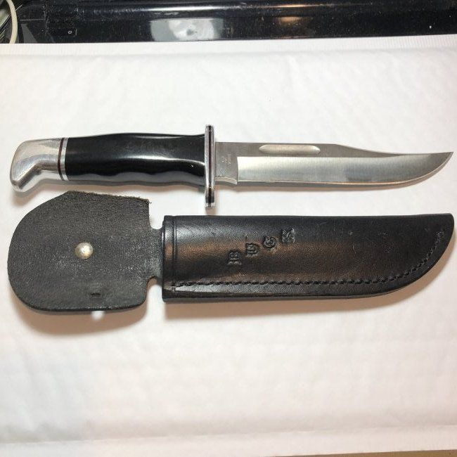 Buck 119 Hunting Knife in VG Preowned Condition...