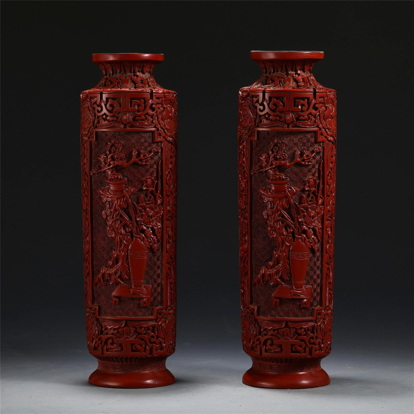 A PAIR OF CHINESE CINNABAR CARVED FLOWERS VASE