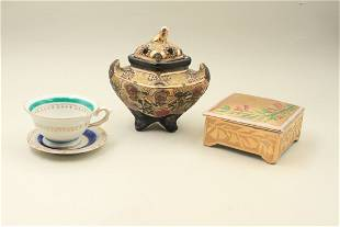 Lot of four porcelain vessels with a scent of the Far