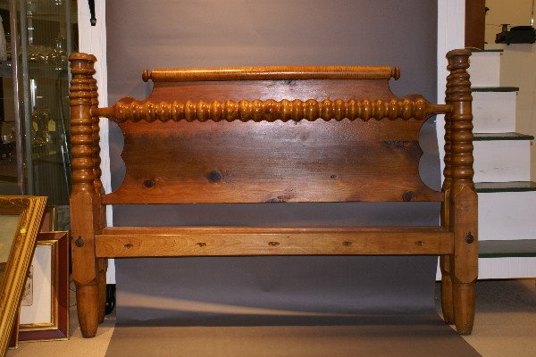 18: 19th C American Pine Rope Bed