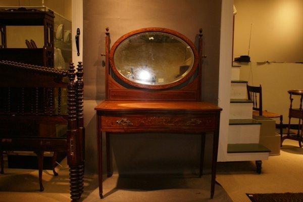 179: Mirrored Back Dressing Table