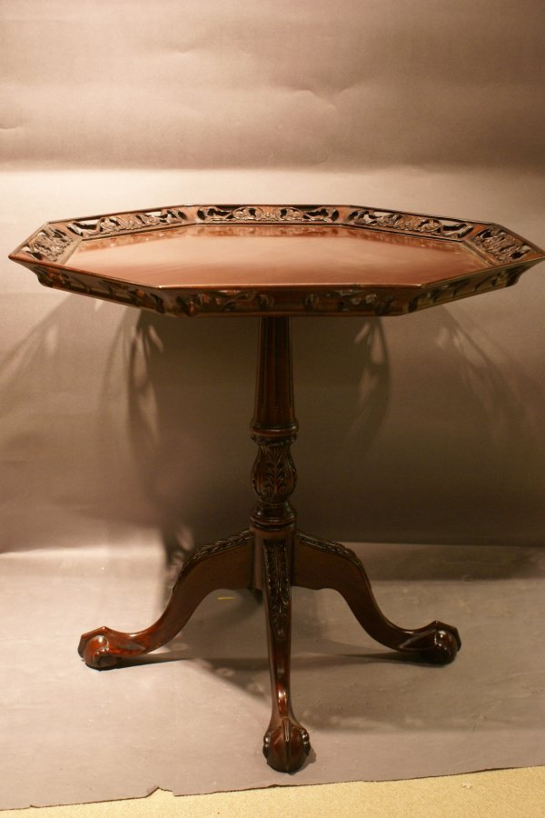 192: Octagon shaped Pie Crust Table
