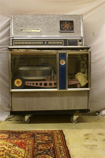 1005: 1960's Wurlitzer Juke Box (needs repair)