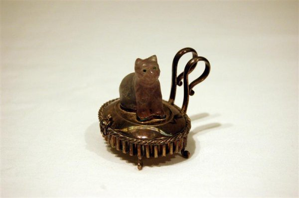1012: MINATURE SILVER BOX W/CAT