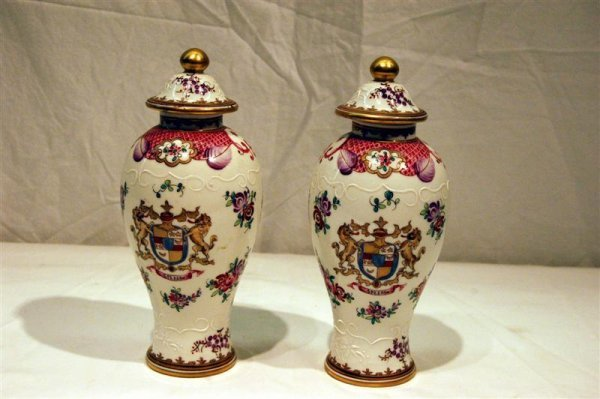 2017: PR CHINESE EXPORT STYLE ARMORIAL URNS PROBABLY SA