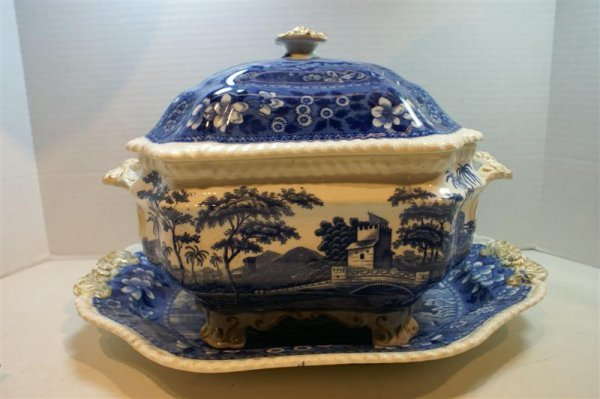 3013: TOWER PATTERN TUREEN & TRAY