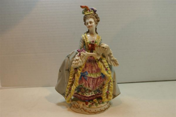 3023: GERMAN PORCELAIN FIGURINE