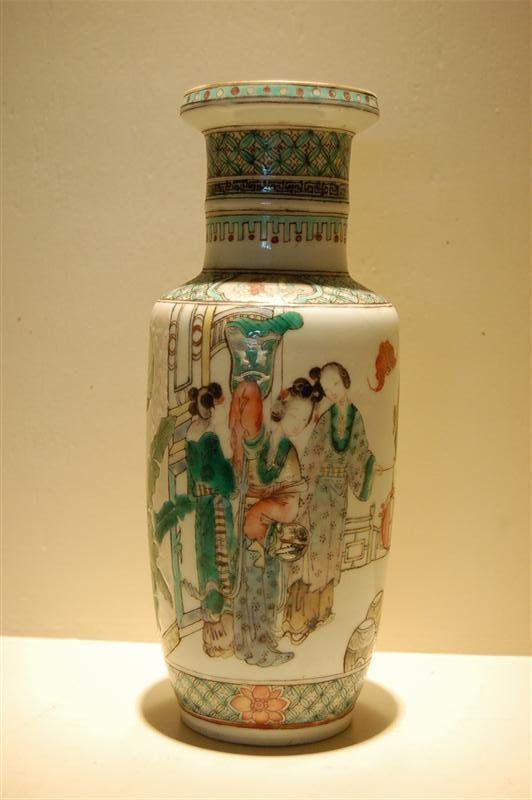 2044: 19th C CHINESE EXPORT  VASE
