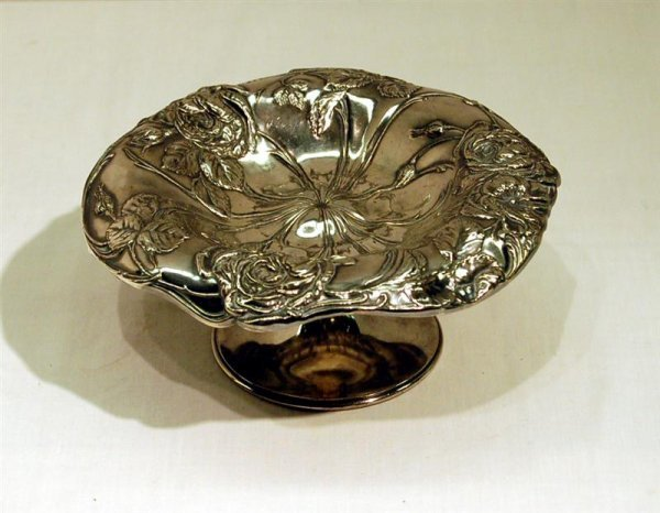 187: PAIRPOINT FLOWER MOTIF SILVERPLATED TAZZA - 3 1/2""