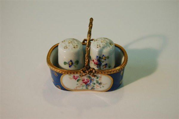 4: LIMOGES BASKET WITH TWO THIMBLES, MARKED LIMOGES, FR