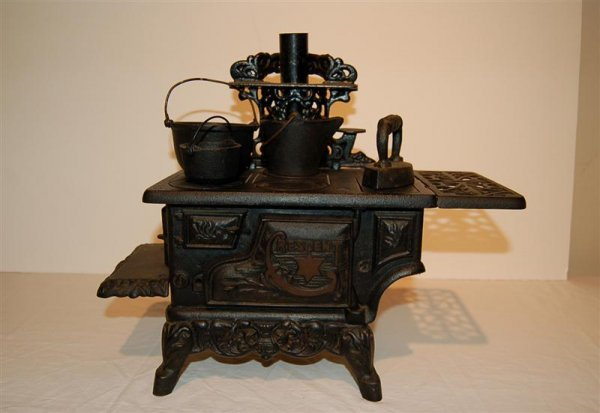 "6: CRESCENT IRON CHILD'S STOVE - ""VILLA LOUIS, PRAIRIE"
