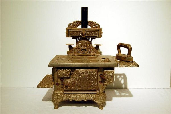 7: ROYAL CHILD'S IRON STOVE WITH SAD IRON - 11 1/2' x 1