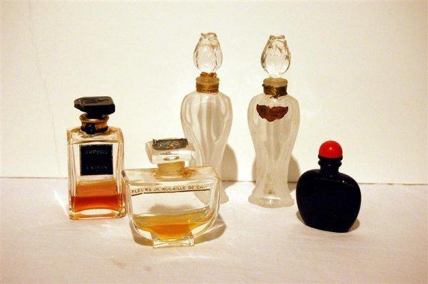 9: FIVE PERFUME BOTTLES - JOY, TWO  CHAMADE/GUERLAIN,