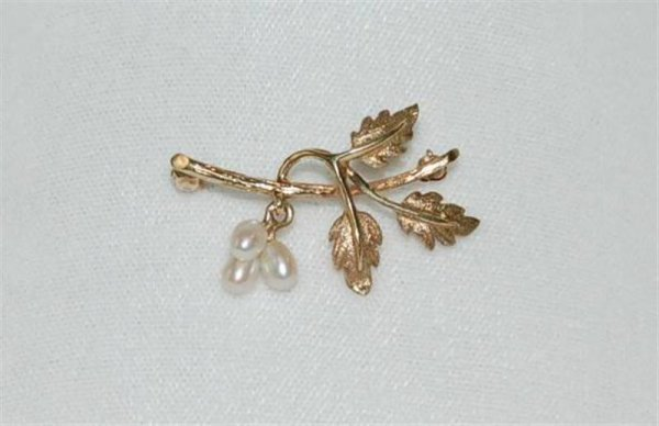 "383: 14K YELLOW GOLD & PEARL BROOCH - 1 1/2"" LONG - 3 G"