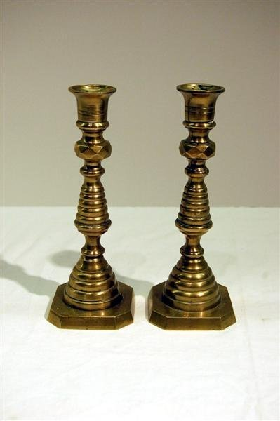 386: PAIR OF 19TH CENTURY ENGLISH BEHIVE CANDLESTICKS -