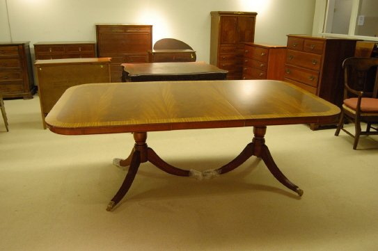 395: MAHOGANY DOUBLE PEDESTAL DINING TABLE