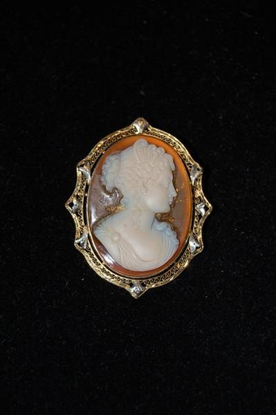 """228: CARVED SHELL CAMEO IN 14K GOLD FRAME - 1 1/2"""" X 1"""